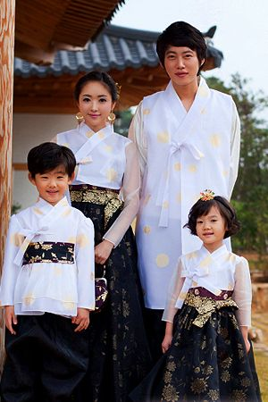 family set hanbok.  Not usually a fan of family hanboks but this looks darn good!