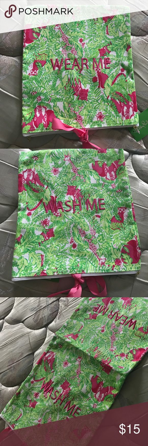 """Lilly Pulitzer Garment Bag """"Wash me/wear me"""" Brand New with tags Lilly Pulitzer garment bag. Backyard safari pattern. Very cute!! 🌺 Lilly Pulitzer Bags Travel Bags"""