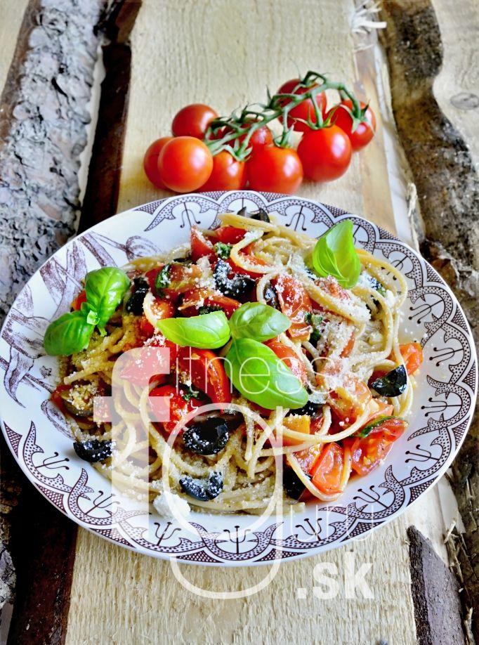Salsa špagety s černými olivami
