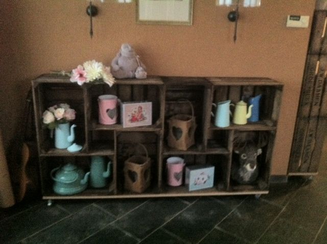 Diy dressoir van oude veiling kratjes / kistjes