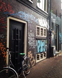 Graffiti #amsterdam #graffiti ❌➖➕✖️✔️ (presso Amsterdam, Netherlands)