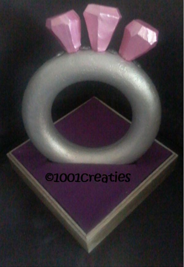 Deze diamanten ring kan een erg toepasselijke surprise zijn... Kijk voor het originele patroon op ons blog.