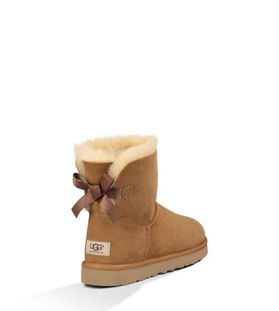 Aaaaaaaa les ugg !! L'indémodable chaussures d'hiver !! Comme vous l'avez compris les ugg sont forcément des CHAUSSURES !! Elles peuvent se porter sur n'importe quoi un leggings , un slim a vous de choisir !!