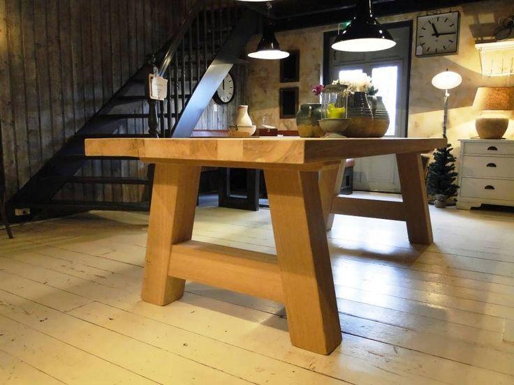Eiken tafel Limoges - Robuuste tafels - Unieke robuuste kloostertafels direct uit voorraad of geheel op maat gemaakt. Uw boomstamtafel, kloostertafel of strakke design tafel direct uit voorraad of uw tafel op maat geheel naar wens samengesteld!