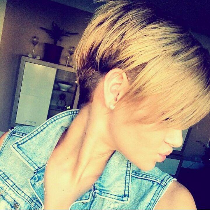 Een natuurlijke look met kastanjekleuren en blondtinten: 11 korte 'bronde' kapsels