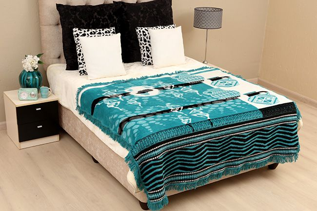 New Sesli Lily frill blanket in beautiful turquoise shades