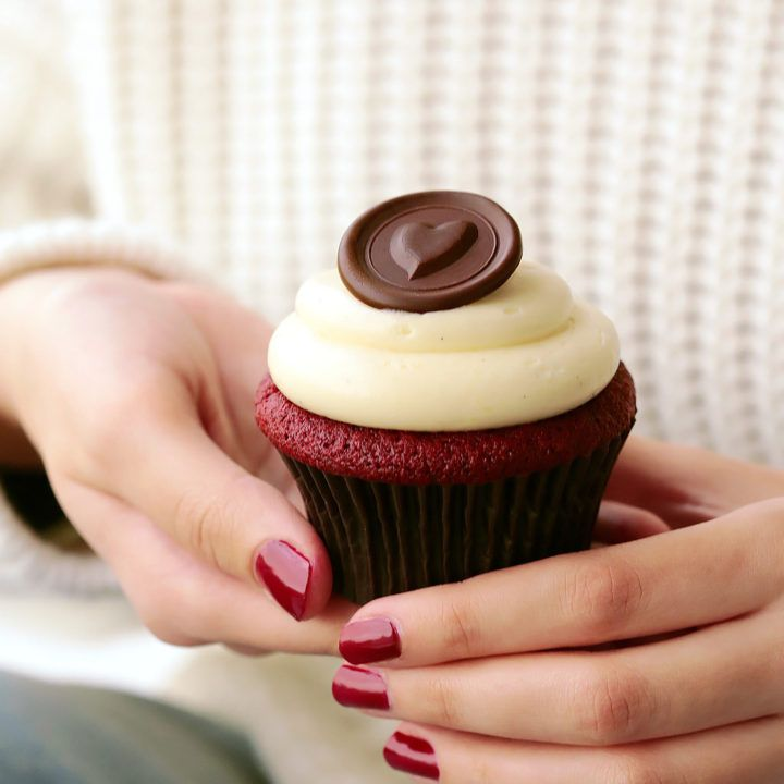 No Bake Salted Caramel Popcorn Cleobuttera Recipe Red Velvet Cupcakes Velvet Cupcakes Cupcake Recipes