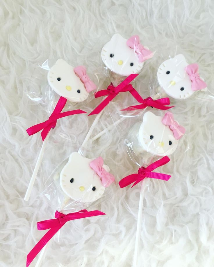 "18 Likes, 2 Comments - Sunshines_Sweettooth (@sunshines_sweettooth) on Instagram: ""A simple HK cakepop for the kiddos! 🍭🎂🍭 #bakermom #mybakingaddiction #hellokitty"""