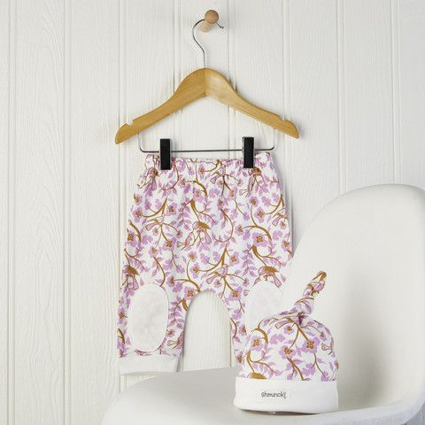 Baby Girl Pink Harem Pants and Hat set Flowery harem style leggings and matching knotted hat A great autumn outfit or babygift £19.00 #harempants #babyleggings
