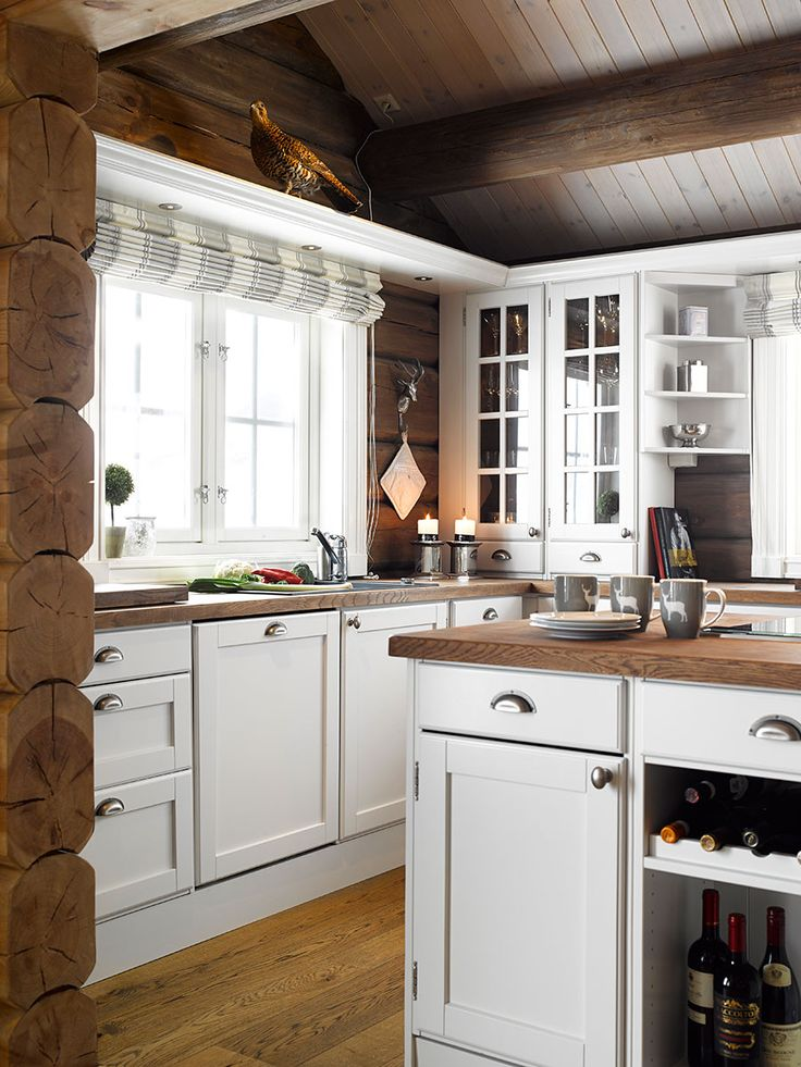 Trend kjøkken i fargen Tidløs 1024 (NCS S1002-Y) med brunoljet eik benkeplate.