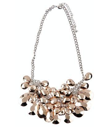 Dit collier van J-Club is echt super mooi en maak van een simpele outfit een echte eye catcher! Mooi cadeau voor haar!