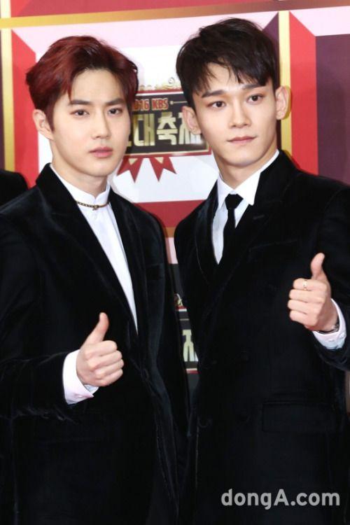 Suho, Chen - 161229 2016 KBS Gayo Daejun, red carpet Credit: TV Report. (2016 KBS 가요대축제)