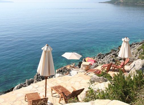 Czech-owned villas on the southeastern part of Lefkada, the most beautiful Greek island, 3 km away from the village of Evgiros, located in a bay called the Rising Sun. http://lefkadarooms.com/eden-villas/