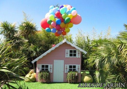 """El mensaje de nuestro cliente: """"El pasado domingo fue el cumpleaños de mi hija y como no pudimos envolverla le pusimos un montón de globos en el tejado, imitando la peli """"Up"""". Le encantó y no hay para menos, creo que ha quedado espectacular."""" Sonia de Valdemorillo (MADRID)"""