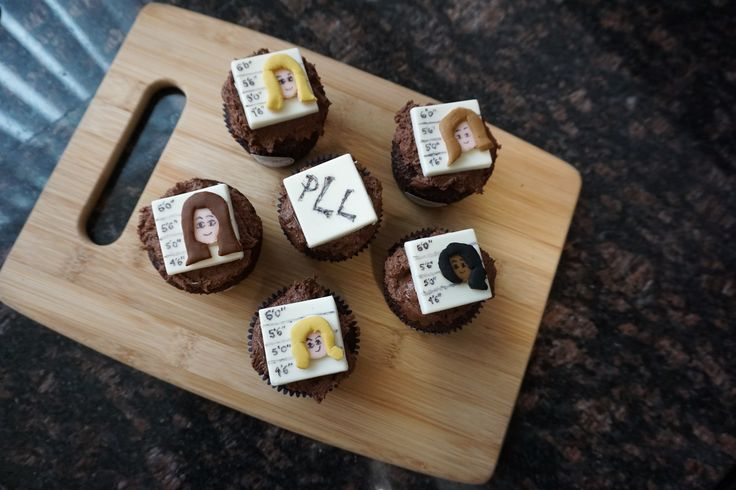 #PLL premiere just got even sweeter with these #PLLSquad cupcakes.