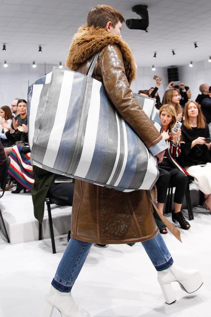 See detail photos for Balenciaga Fall 2016 Ready-to-Wear collection.
