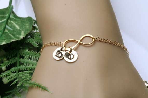 Bracciale iniziale infinito due fascino di tyrahandmadejewelry, $36.50