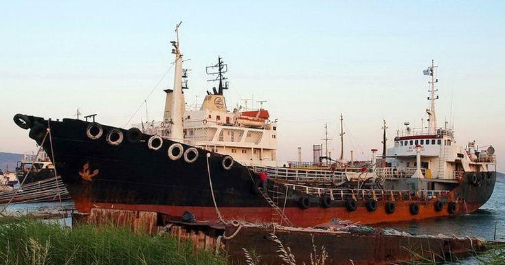 Ανεβαίνει το πολιτικό θερμόμετρο όσο πλησιάζει η συζήτηση στη Βουλή τη Δευτέρα μετά από την επίκαιρη ερώτηση του Άδωνη Γεωργιάδη σχετική με την ανάμειξη του Πάνου Καμμένου στην πολύκροτη υπόθεση του Noor 1 του πλοίου που κατασχέθηκε για μεταφορά 21 τόνων ηρωίνης. Η πολιτική κόντρα που έχει ξεσπάσει τις τελευταίες ημέρες ύστερα από σχετικά δημοσιεύματα που έκαναν λόγο για τις φερόμενες επαφές του Πάνου Καμμένου με τον καταδικασμένο σε ισόβια κάθειρξη για την υπόθεση Μάκη Γιαννουσάκη αλλά και…