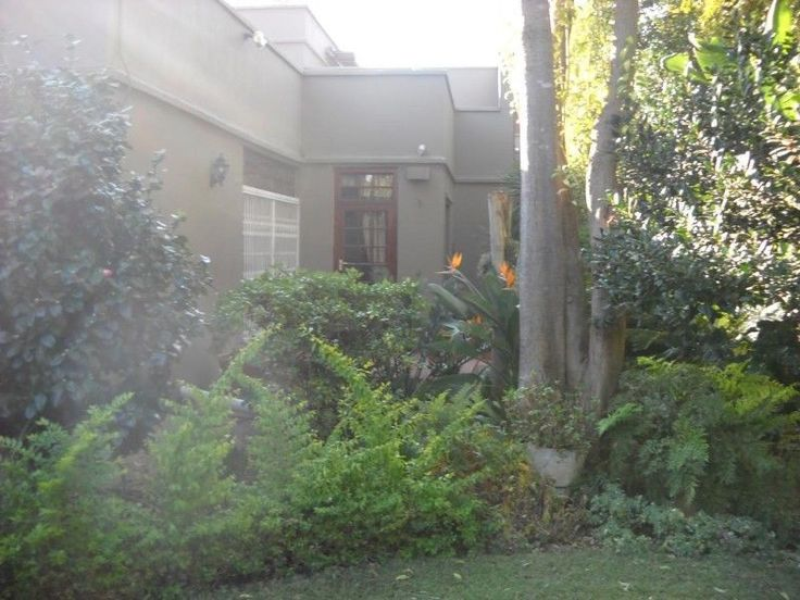 3Bedroom duplex townhouse - sectional for sale in LYNNWOOD MANORNEXT DOOR TO EVERYTHING.R1,695,000Very well situated duplex in a boomed off area. Property has 2 livingareas with 2 patios.Within walking distance of shopping and lifestyle centres. Very quiet andprivate.ERF Size: 365sqmBuilding Size: 218sqmQuick Find: 565785Property Features·2Bathrooms·3Bedrooms·1Cloak Room·1Entrance·2Garages·2Parking Spaces·2Reception ...