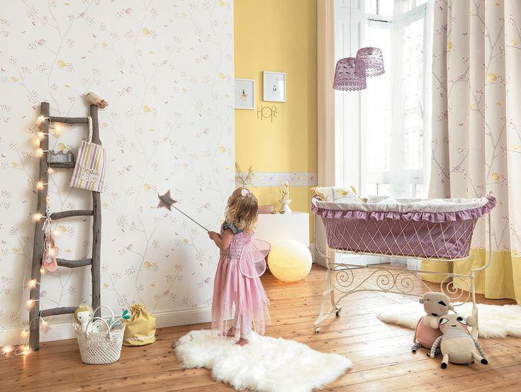 Papel pintado infantil Pajaritos en la rama lila de Casadeco.