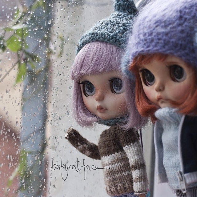 """Why is still raining? We want to go out and play""  ""Por qué llueve todavía?…"