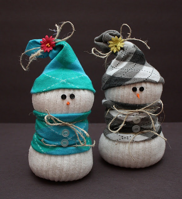 Snowmen made out of socks!  These are SO adorable and they look so simple!  These are definitely going on my list to do!