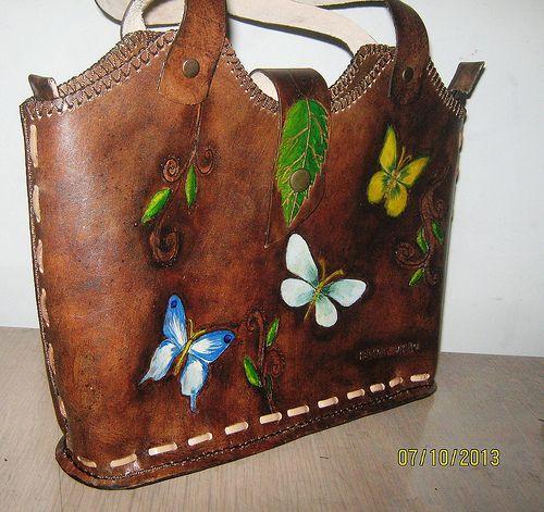 IMG_04   Flickr - Photo Sharing! Bolso en cuero natural de 25cm x 20cm x 8 cm multifuncional  pirograbado y pintado a mano personalizado costura artesanal. $ 160.000.