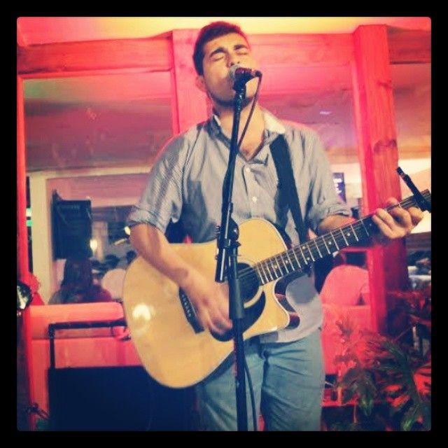 Sebastián Véliz, Músico chileno de post-folk. https://www.facebook.com/VelizMusica/
