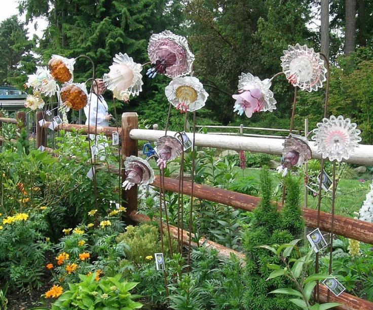 Glass Flowers By Mike Urban Garden Totems And Plate
