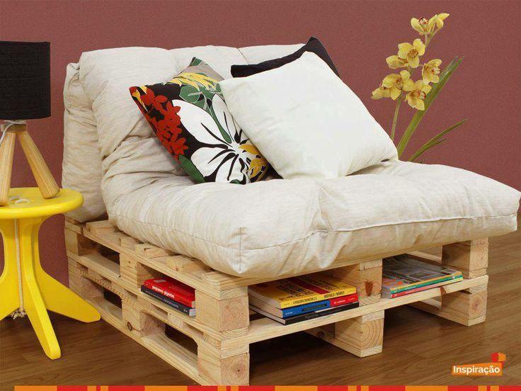 Que tal após o almoço descansar em uma poltrona como esta, que tem sua base feita com #pallets, e ler um bom livro?