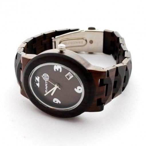 Ons Manu model is een echte aanrader voor vrouwen. De elegante vormen in combinatie met de natuurlijke uitstraling (Green Sandle hout), maken dit model tot een uniek horloge. Naast haar looks wordt dit houten horloge ook gekenmerkt door comfort (extreem licht en perfect afgewerkt). http://www.looyenwood.nl/product/houten-horloge-manu/