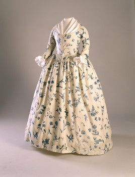 Gown - blue floral on cream ground copperplate printed linen - 1760-90  HNE 1998.5875 (RS32660)