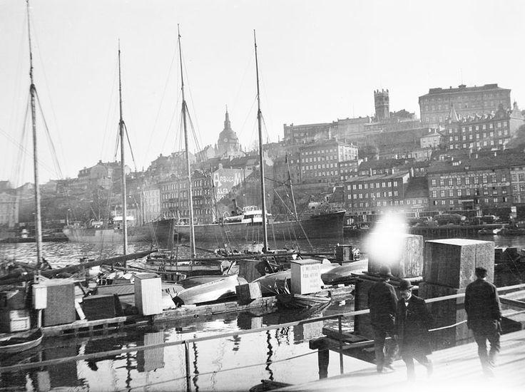 Utsikt från Fiskarehamnen (nuv. Franska Bukten) mot Stadsgårdshamnen - Stockholmskällan