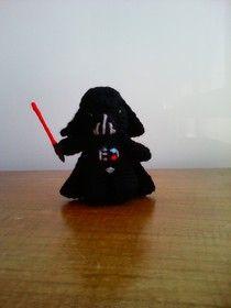 """Dart Vader Amigurumi de Star Wars - Patrón Gratis en Español - Versión en PDF - Click """"Descarga"""" en letras azules debajo de la foto al final del post aquí: http://www.bichitoscrochet.com/tienda-on-line/patrones-gratis/"""