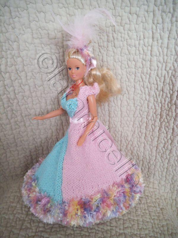 """une nouvelle robe de princesse pour Barbie; mon encours d'hier était donc la partie devant de cette robe; quant au nom """"cat de bienne""""? c'est une blogueuse que je connais depuis....5 ans? et qui m'avait dessiné la robe de princesse de ses rêves, je l'ai..."""