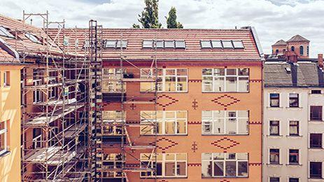 Stilechter Altbau mit klassischer Loftfassade. Hier geht es zum Projekt: http://ziegert-immobilien.de/de/projekte/Reichenberger-Str.-88/