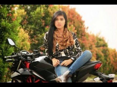 Raya Pemain Sinetron Anak Jalanan Ikut Lomba Balap Motor Cewek Di Bandun...