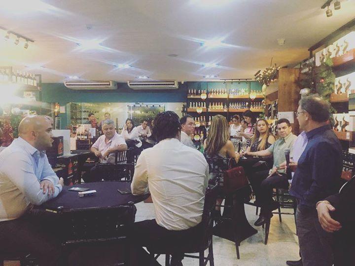 El día de hoy en Casa del Ron de la ciudad de San Pedro Sula se llevo a cabo nuestra Cata Magistral de nuestros nuevos Vinos de Jackson Family con la reconocida sommelier Julieta Pinon desde México próximamente encontrarás la nueva gama de vinos californianos e italianos en nuestra casa pronto mas detalles! #CaliforniaWines #JacksonFamily #CasadelRon #winespirits #casadelronexperience Siguenos en Instagram y Twitter como #WineSpirits http://ift.tt/2ieBzSD