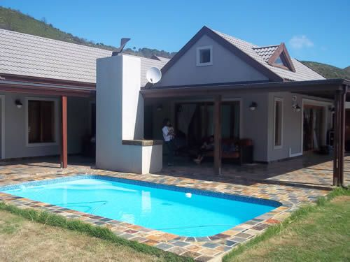 Knysna House, self-catering holiday home in Brenton, close to Knysna. 3 Bedrooms and pool and sleeps up to 10