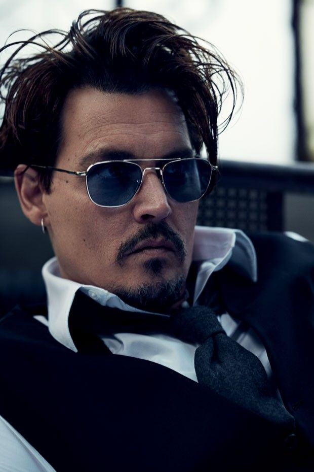 """""""Sou uma mistura de Edward Mãos de Tesoura com o Capitão Jack Sparrow"""", diz Johnny Depp"""