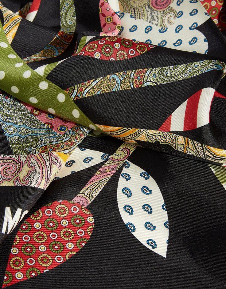 Изображение 2 из Квадратный шелковый шарф с цветочным принтом в стиле фолк Moschino