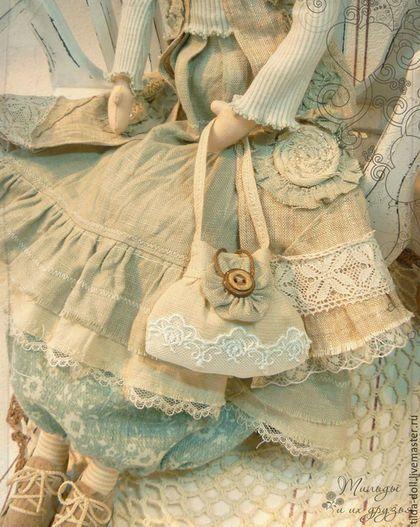 Купить или заказать Кукла в стиле Бохо: Нинэт  ( коллекция Бохо Шик) в интернет-магазине на Ярмарке Мастеров. Текстильная кукла в наряде стиля Бохо - неотразимая красавица Нинэт! Кукла Бохо Нинэт одета в шикарный наряд пастельных оттенков: серо-голубой и бежевый. Гардероб состоит из льняного пальто с узором и цветами, расшитыми бисером, водолазки из трикотажа, юбки из льна и хлопка, конечно же полосатые чулочки :) Дополняют образ девушки Бохо - шапочка и изумительная льняная сумочка.