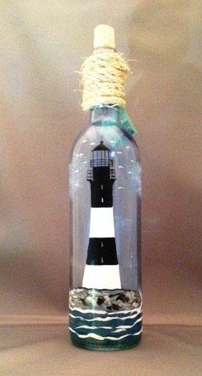 Botella de vino pintadas a mano de Faro con luz por DadsGlassGarden