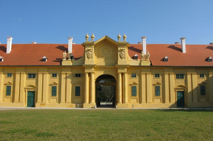 Opravené konírny na zámku v Lednici