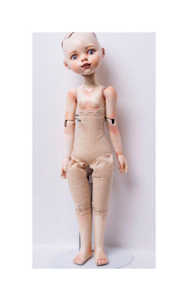 В данном мастер-классе речь пойдет о сборке тела куклы из готового набора деталей (рисунок 0). Рисунок 0. Набор для создания куклы Перед тем как начать, я сразу скажу: детальки, которые будут использоваться, уже расписаны по примеру мастер-класса, который представлен ранее: Роспись кукольного лица> Мастер-класс разделен на несколько блоков для удобства: Создание каркаса куклы.