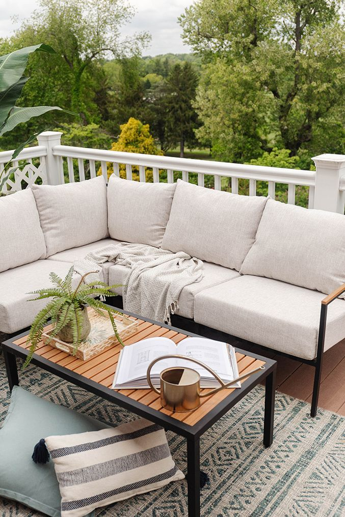 Creating A Cozy Outdoor Living Room | dreamgreendiy.com + @castleryus #gifted Living Room Setup, Outdoor Landscaping, Storage Ideas, Future House, Home And Living, Oasis, Balcony, Outdoor Living, Art Ideas