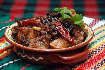 Тушеные ребрышки с черносливом и овощами.Добавление чернослива к мясу, особенно свиным ребрам, вообще всегда вкусно, удивительное сочетание