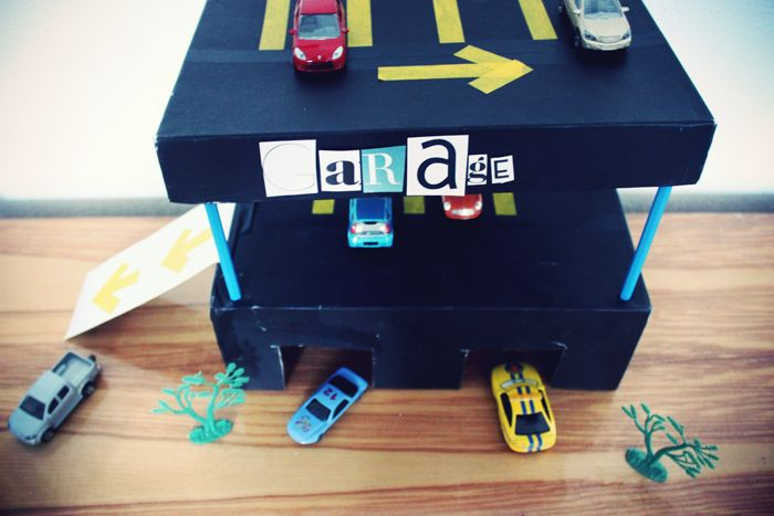 garage pour voitures avec une bo te chaussures et 4 crayons diy kids pinterest garage. Black Bedroom Furniture Sets. Home Design Ideas