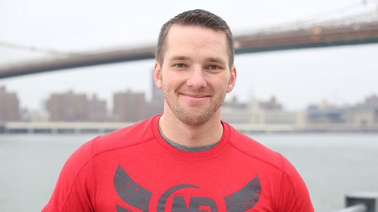 Steve Kamb is a strength training fan and the founder of Nerd Fitness; helping you focus on getting stronger, getting faster, and eating right. Steve currently lives in New York City. This is his morning routine: http://mymorningroutine.com/steve-kamb/