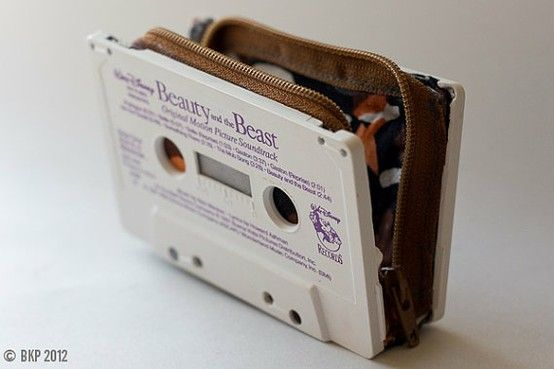 upcycling - cassette wallet